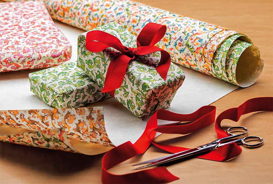 Rossi1931 gift wrapping paper sold in packs 5 sheets